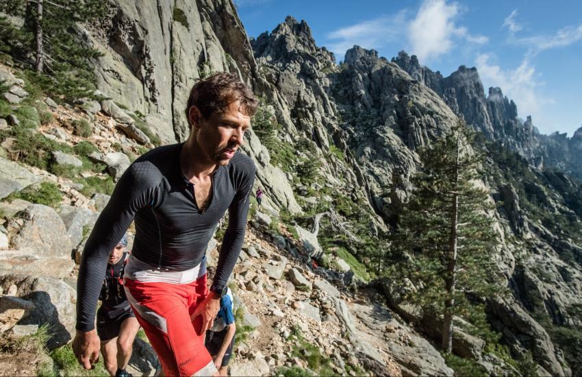 Photo de François D'Haene établit un nouveau record de la traversée du GR20 (Corse)